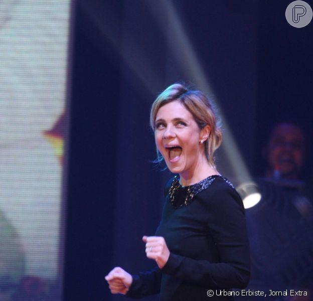 Adriana Esteves ganha troféu como Carminha; confira os destaques ...