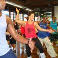 Ivete Sangalo dança na academia Villa Forma, em Salvador