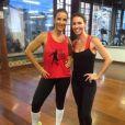 Ivete Sangalo e Glenda Kozlowski posam juntas na academia Villa Forma