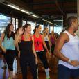 Ivete Sangalo e Glenda Kozlowski mostram empolgação em aula de dança