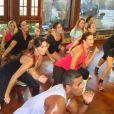 Ivete Sangalo e Glenda Kozlowski ensaiam passos em aula de zumba