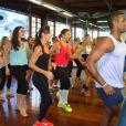Ivete Sangalo e Glenda Kozlowski se divertem em dia de gravação com aula de dança
