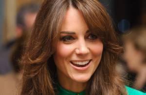 Kate Middleton estreia novo corte de cabelo, mas repete vestido em Londres