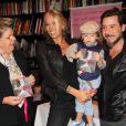Adriane Galisteu lança o livro ' Mãe, Você é Tudo Para Mim',  em São Paulo, na companhia do marido, Alexandre Iódice, do filho do casal, Vittorio, e da mãe, Dona Emma. Em 13 de abril de 2013