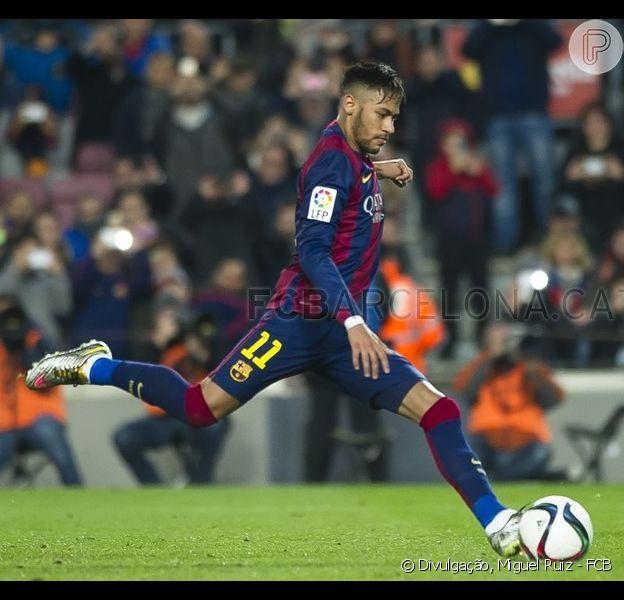 Neymar perde pênalti e Lionel Messi passa mal em campo em jogo do Barcelona