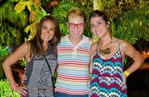 Maria Gadú usa saia no show do Morro da Urca no Rio e leva a namorada, Lua Leça