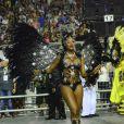 Camila Silva, par romântico de Cauã Reymond na série 'Dois Irmãos', sensualiza durante desfile da escola de samba Vai-Vai em São Paulo