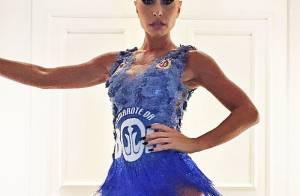 Antes de desfilar, Sabrina Sato usa look customizado para ir a camarote no Rio