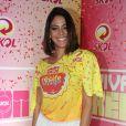 Carol Castro usou uma saia com franja para curtir o Carnaval no camarote de cervejaria em Recife, Pernambuco