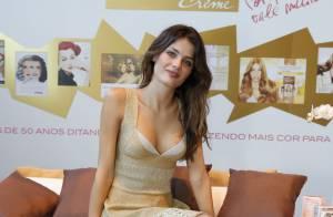 Isabeli Fontana chega ao Fashion Rio para desfile e se nega a falar sobre Falcão