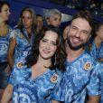 Cássio Reis e Fernanda Vasconcellos reatam namoro e vão ao camarote da Boa, na Marquês de Sapucaí, no Rio, em 16 de fevereiro de 2015