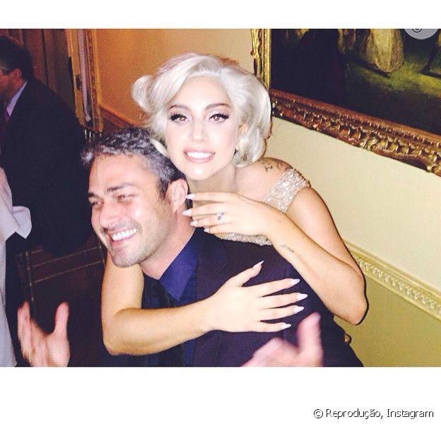 Lady Gaga ganha anel de noivado de R$ 1,5 milhão de Taylor Kinney, em 14 de fevereiro de 2015