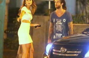 Thaila Ayala e o modelo André Hamann deixam festa juntos no Rio