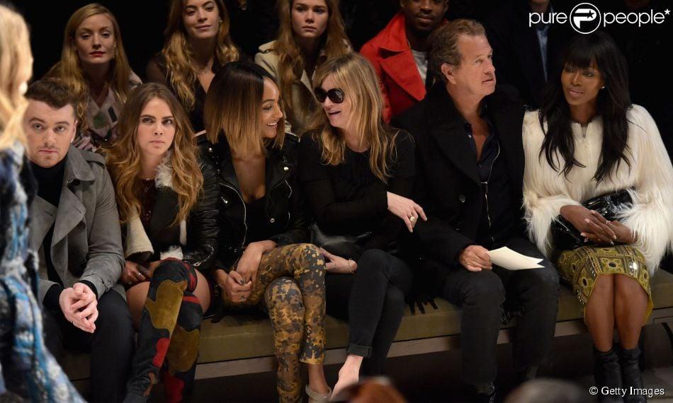 Cara Delevingne, Kate Moss e Naomi Campbell assistem desfile da grife Burberry durante a Semana de Moda de Londres, na Inglaterra, em 23 de fevereiro de 2015