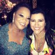Regina Casé posa com a mãe do cantor Thiaguinho