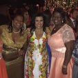 'Tias do Thiaguinho e muito fãs do Esquenta!!! Maravilhosas e animadíssimas!!!!', comemorou Regina Casé, no casamento do cantor com Fernanda Souza