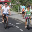 Angélica passeia com o marido Luciano Huck e a filha Eva, de 2 anos, na praia da Barra da Tijuca, neste domingo, 1 de março de 2015
