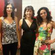 Regiane Alves estava em cartaz com a peça 'Amor Perverso', que encerrou temporada recentemente. Ela atuava com Helena Ranaldi e Claudia Ohana, com quem fotografou exibindo uma barriguinha ainda discreta