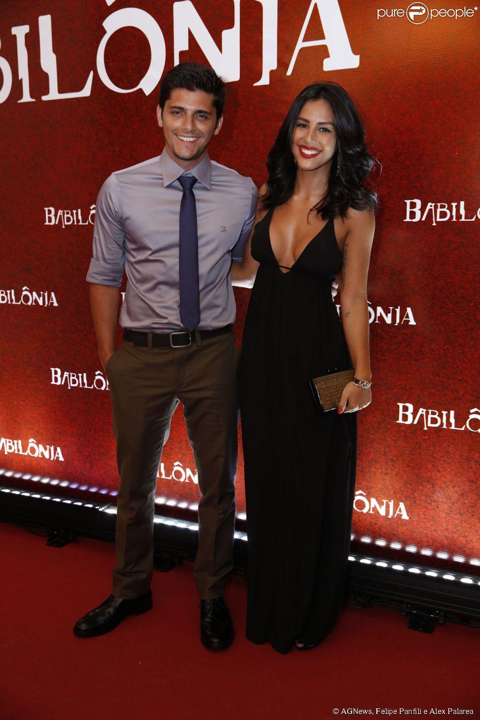 Yanna Lavigne usou look Vallen para acompanhar o namorado, Bruno Gissoni, na festa de lançamento da novela 'Babilônia', no Rio de Janeiro