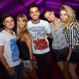 Rodrigo Simas, depois dos beijos, posou com Daniel Rocha, Dani Bananinha, Milena Toscano e Luma Costa no Rio E-Music