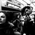 Isis Valverde e Uriel Del Toro passeiam de metrô por Nova York, em 23 de março de 2015
