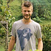 Rodrigo Hilbert posa para Fernanda Lima na horta e diz: 'Sou dono de casa'