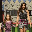 Anitta desfila ao lado de criança na 20ª Edição do Fashion Weekend Kids, neste domingo, 29 de março de 2015, em São Paulo