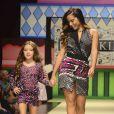Anitta desfila ao lado de criança na 20ª Edição do Fashion Weekend Kids