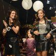 Anitta desfila em evento infantil, neste domingo, 29 de março de 2015