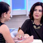 Fátima Bernardes retoca unhas no 'Encontro' e diz: 'Quem pintou domingo fui eu'