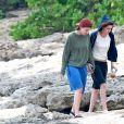 Já solteira, a atriz foi flagrada novamente trocando beijos com Alicia Cargile, após o Réveillon no Havaí, no início de 2015. Ela nega o romance