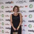 Letícia Isnard, a Ivana de 'Avenida Brasil', apostou no pretinho básico para subir ao palco com a equipe da novela para receber o prêmio de Melhor Novela
