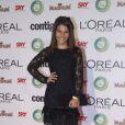 Laura Barreto, a Bárbara do seriado 'Louco por Elas', escolheu um vestido preto com mangas de renda para assistir ao prêmio