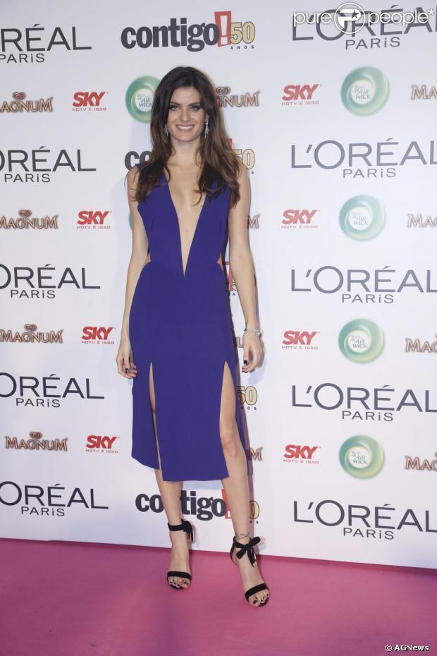 e5e07d73e6f Isabeli Fontana ousou no modelo escolhido para a noite de tapete vermelho  no Prêmio Contigo!