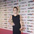 Para receber mais um prêmio de Melhor Atriz pelo papel da vilã Carminha, em 'Avenida Brasil', Adriana Esteves escolheu um longo da estilista Adriana Alves