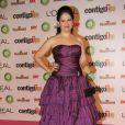 Narjara Turetta, atriz de 'Salve Jorge', escolheu um tomara que caia longo para assistir à premiação