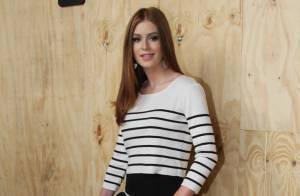 Marina Ruy Barbosa usa look listrado para conferir primeiro dia da SPFW