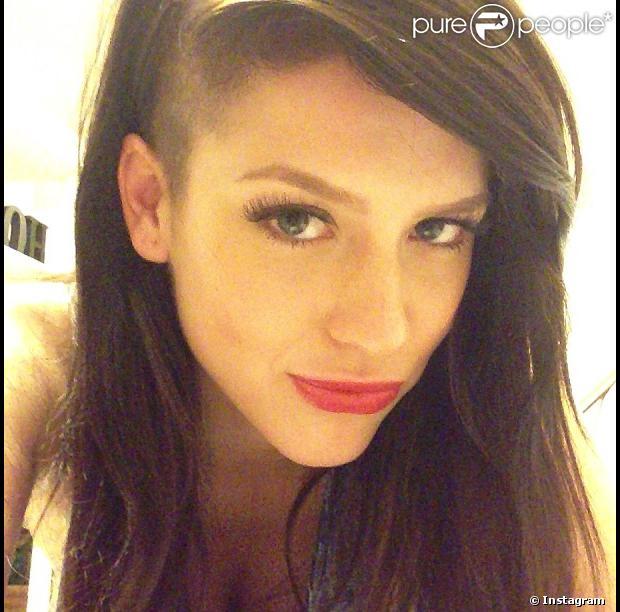 Sophia Abrahão raspou um dos lados da cabeça nesta quinta-feira, 16 de maio de 2013