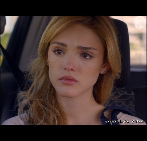 Júlia (Isabelle Drummond) terá suas coisas colocadas para fora do apartamento depois que decide se separar de Edgard (Fernando Belo), no capítulo desta quinta-feira (16), em 'Sete Vidas'