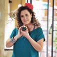 Márcia (Elizabeth Savalla) é ex-chacrete e atualmente vendedora ambulante de cachorro-quente, em 'Amor à Vida'