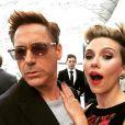 Robert Downey Jr. posa com Scarlett Johansson em foto no Instagram