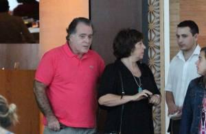 Tony Ramos curte o domingo com a mulher e a neta em shopping do Rio