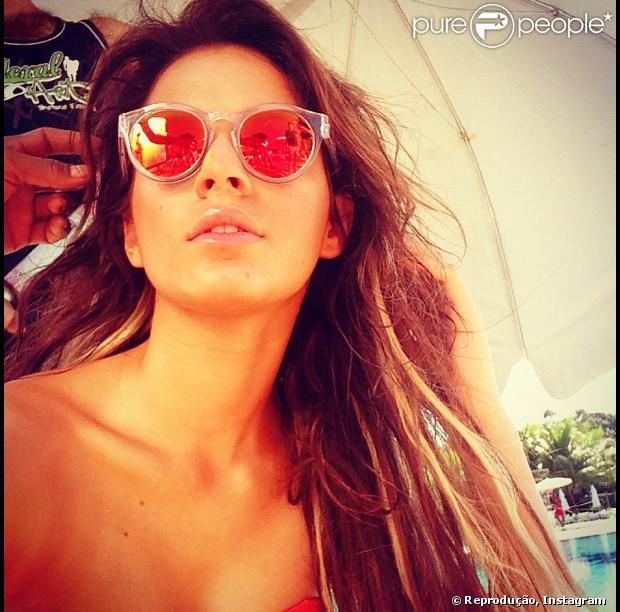 Bruna Marquezine posa de biquíni em ensaio feito na Bahia