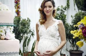 Fim de 'Alto Astral': Laura se casa com Caíque com barrigão de grávida. Fotos!