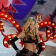 Erin Heathertonna passarela do Victoria's Secret Fashion Show