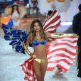 A ' Angel' Lily Aldridge exibe lingerie com a bandeira dos Estados Unidos