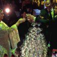 Não podia faltar um brinde com champanhe entre os noivos, Preta Gil e Rodrigo Godoy