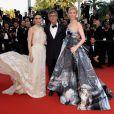 O romance lésbico 'Carol', protagonizado por Cate Blanchett e Rooney Mara, que posaram ao lado do diretor Todd Haynes, atraiu muitos famosos ao red carpet de Cannes neste domingo, 17 de maio de 2015