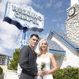 Juliano Cazarré e a mulher, Letícia Bastos, foram para Las Vegas assistir aos shows do Rock in Rio e aproveitaram para renovar seus votos de casamento em uma famosa capela local