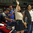 Naldo e a mulher, Ellen Cardoso, levam a filha Maria Victoria à igreja no Rio, em 18 de maio de 2015a